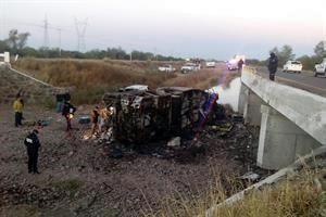 Mueren 14 en camionazo en Sonora