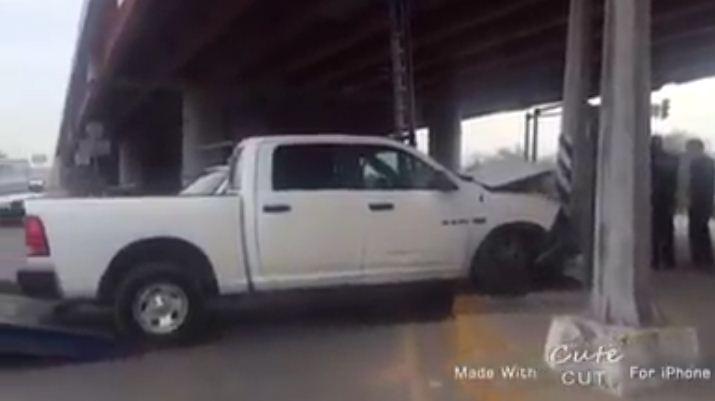 VIDEO: Chocan escoltas, destruyen camioneta de la Procuraduría