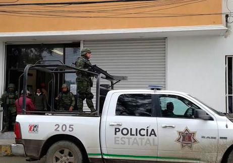 Resguardan-militares-provisionales-Ayuntamiento-Altamira_MILIMA20150115_0167_8