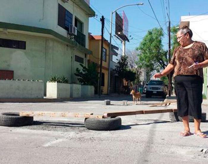 mujer-coche-realizo-labor-comunidad_MILIMA20150130_0024_8