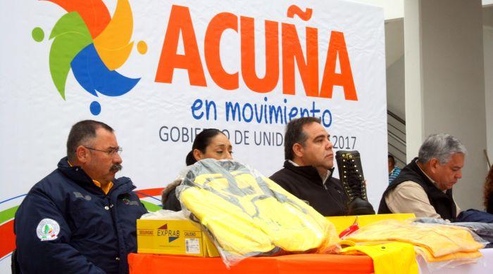 Entrega Delegado de CONAFOR equipamiento a brigadistas forestales en Acuña.