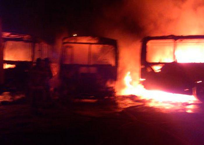 Se incendian cinco autobuses en Altamira