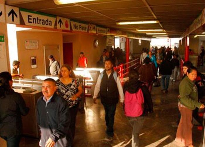 Usuarios del Metro piden a las autoridades arreglar desperfectos