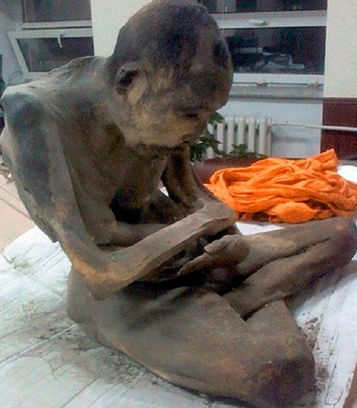 Hallan monje momificado en posición de flor de loto
