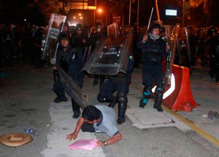 Acapulco: Policía Federal desaloja a maestros de CETEG