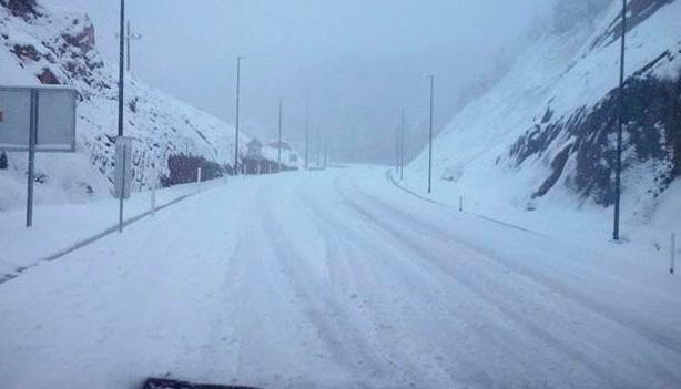 12 municipios sin clases y sin carreteras por las nevadas en Durango