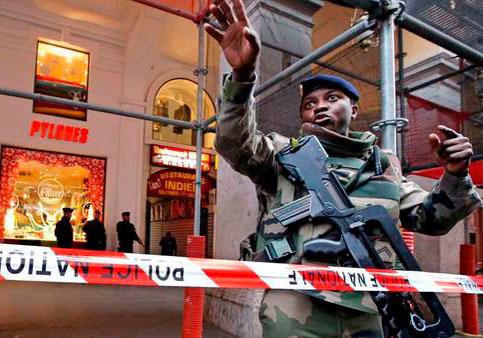 Francia en alerta: acuchillan a tres soldados en Niza