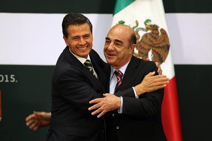 Remueve Peña a Murillo de la PGR
