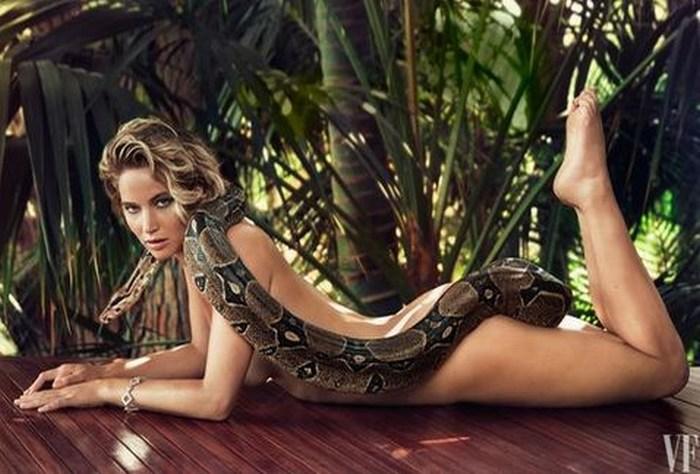 Jennifer Lawrence posa desnuda con una boa