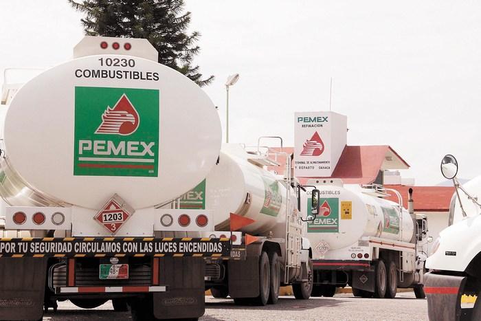 Pemex recortará 10,000 mdp el gasto de servicios personales