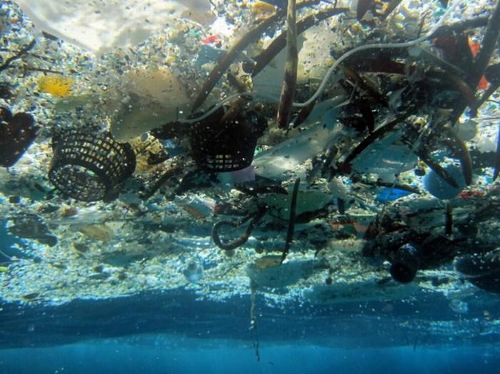 Base de un nuevo continente: cada año se botan 8 millones de toneladas de plástico al mar