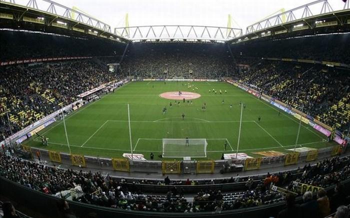 Encuentran bomba de la II Guerra Mundial en estadio del Borussia Dortmund