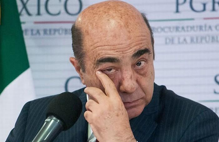 Murillo Karam deja la PGR; se va a Sedatu