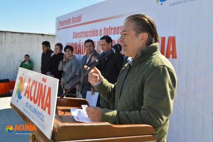 """Acuña: Entrega Alcalde Lenin Pérez red de drenaje sanitario en colonia """"Obrera I y II""""."""