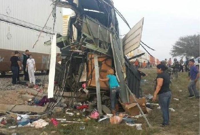 Accidente entre autobús y tren deja 16 muertos en Anáhuac, NL; habría coahuilenses