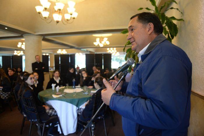 Saltillo: Se reúne Isidro con estudiantes de prepa