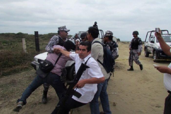 """""""¡Bájale de huevos!"""", advierten a periodista que cubrió hallazgo de fosas en Veracruz"""