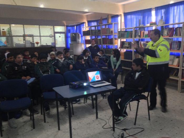Saltillo: Llevan a estudiantes pláticas de Protección Civil
