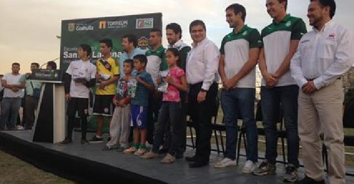 """""""Club Santos Laguna"""" Menos futbol, más instrumento político."""