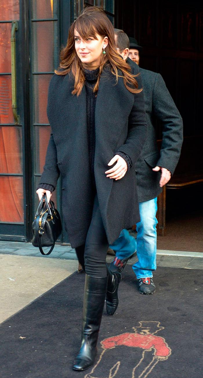 A Dakota Johnson le resultó 'raro' verse en Cincuenta sombras de Grey