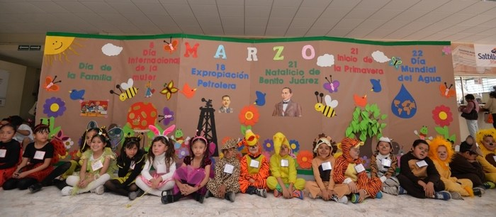 Ajuaa punto com saltillo presentan ni os peri dico mural for Mural una familia chicana