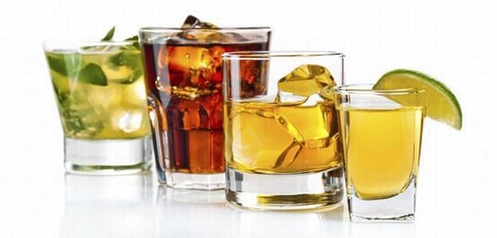 El consumo de bebidas alcohólicas aumenta el apetito.