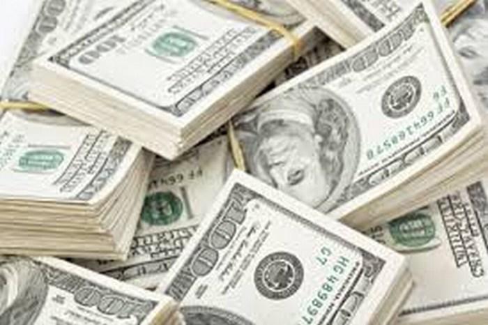 Peso, debilitado frente al dólar tras datos en EU