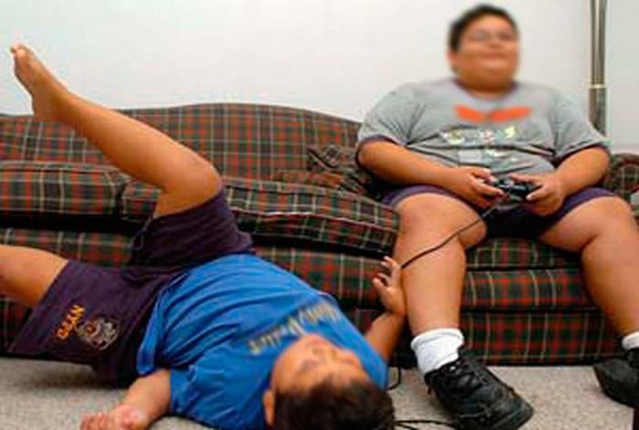 Niños que exceden uso de computadora son más propensos a la obesidad