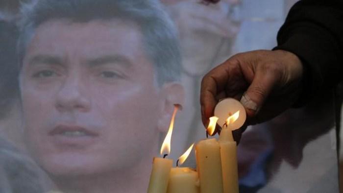 Cientos de rusos se despiden del crítico del Kremlin Nemtsov