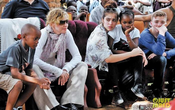 Madonna permitiría a sus hijos usar drogas