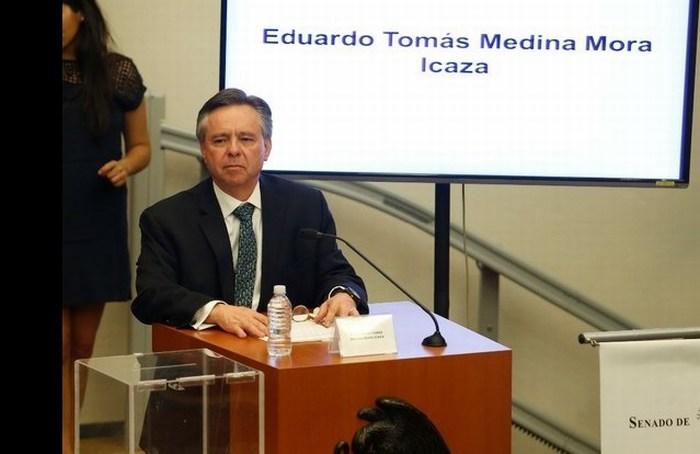 Llevan al Senado 20 mil firmas contra nombramiento de Medina Mora en SCJN