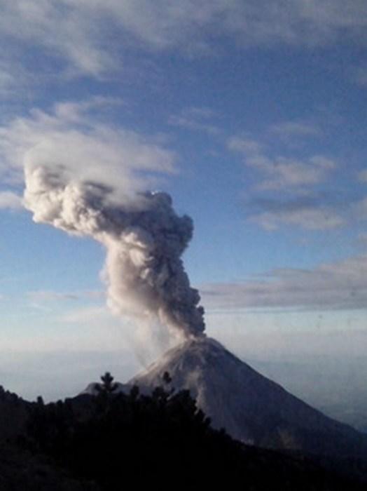 El Volcán de Colima emite exhalación de tres mil metros