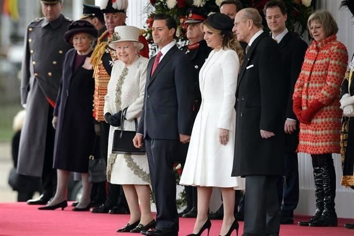 Recibe Reina Isabel a Peña Nieto