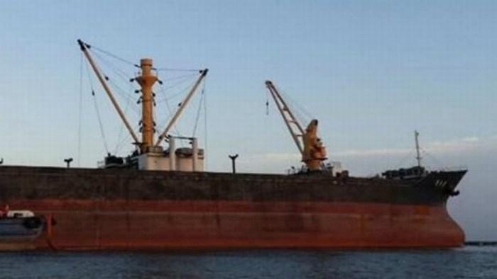 Tripulación del buque Mu Du Bong baja a tierra