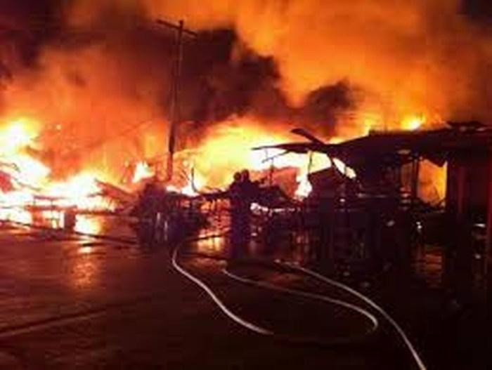 Controlan incendio en la Central de Abasto