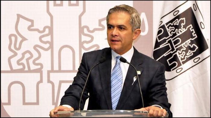 Cd de México cobra autonomía, deja de depender del Congreso: Mancera.