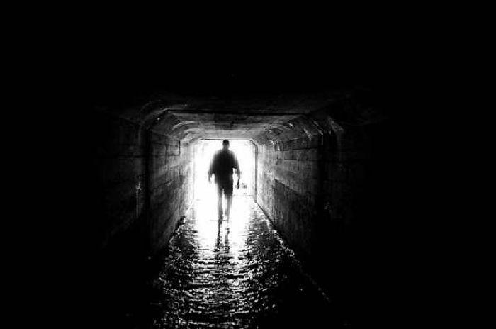 ¿Hay luz al final del túnel? Joven que ha muerto 36 veces habla al respecto