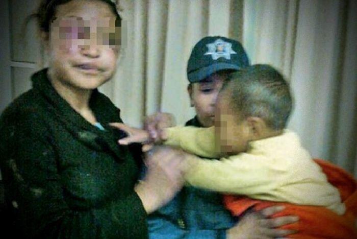 Encadenaba a su esposa y su hijo de 3 años porque pensaba que su mujer le era infiel