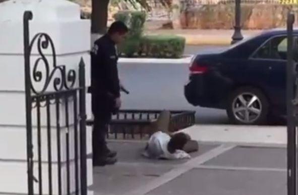 VIDEO: Policías de Yucatán dan patadas y choques eléctricos a indigente