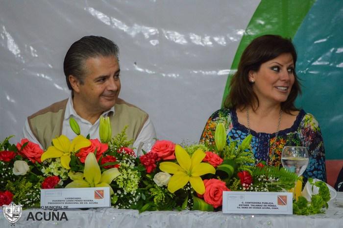 Preside Lenin Pérez festejo a los maestros en Acuña