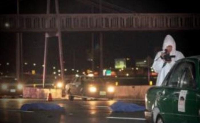 Pierden la vida tras pelear por una botella de mezcal en un puente peatonal