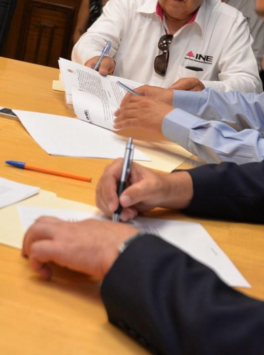 Saltillo: Firman convenio Municipio y el INE