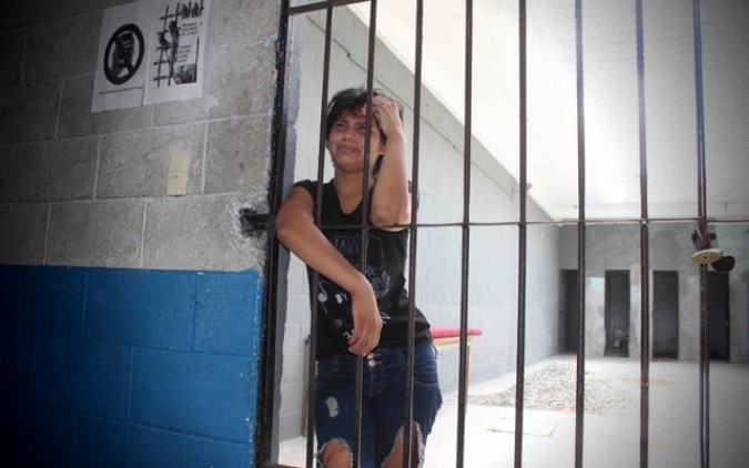 ¡Increíble! mujer va a parar a la cárcel por no lavarle la ropa a su esposo