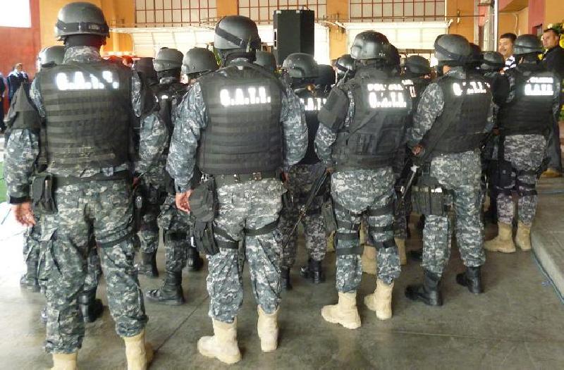 Una Vergüenza policía de Rubén Moreira