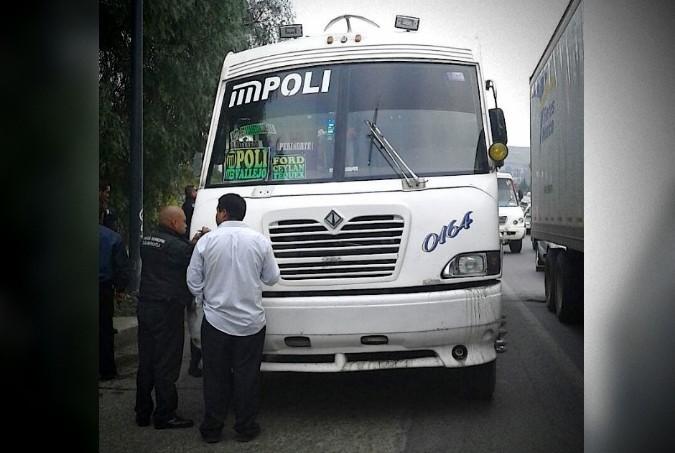 Vengador anónimo mata a dos ladrones que intentaban asaltar un camión de pasajeros