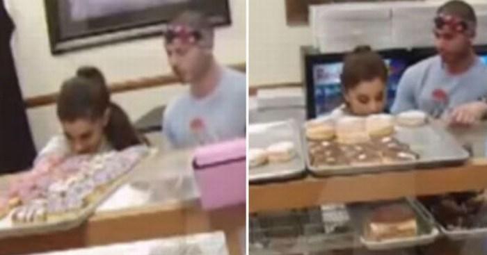 Policía investiga a Ariana Grande por lamer donas
