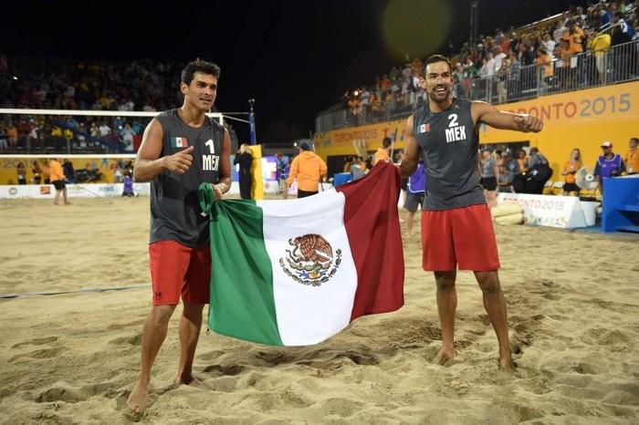 Mexicanos logran oro en voleibol de playa masculino en Juegos Panamericanos.