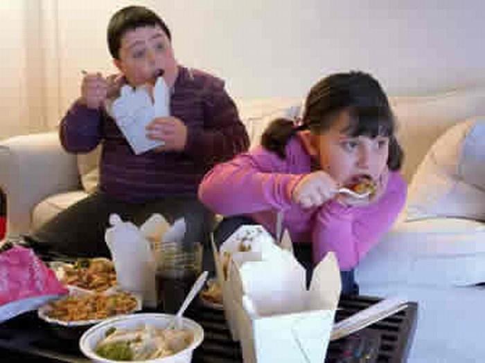 Salud: ¿cómo combatir la obesidad de tus hijos?