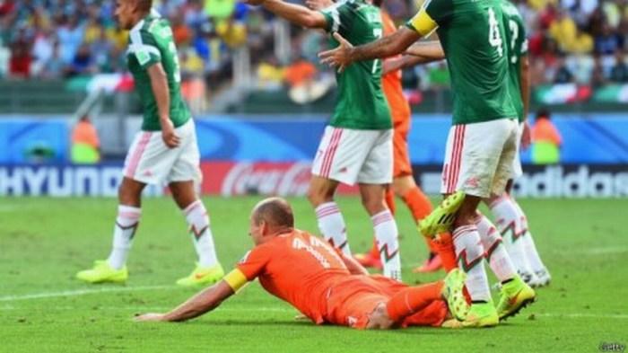 "392 tuits más tarde… federación holandesa responde a mexicano: ""Era penal"""