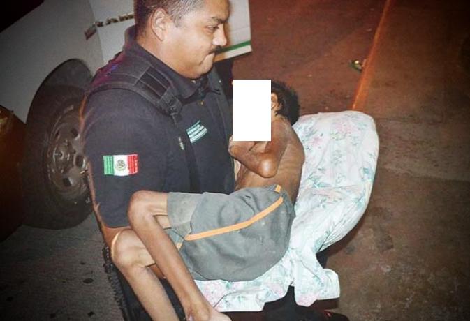 Rescatan a niño con desnutrición extrema; su padrastro lo golpeaba y azotaba contra el piso